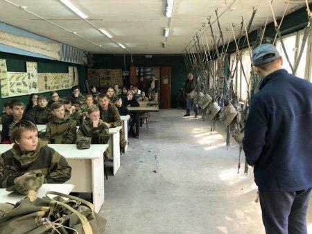 Воспитанники ВСК Медведь при Минераловодской техшколе ДОСААФ России готовятся покорять небо